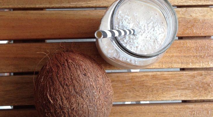 Smoothie van kokos en pindakaas