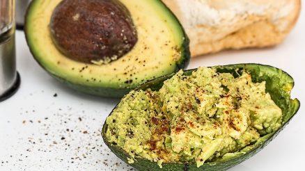 Avocado met krabsalade